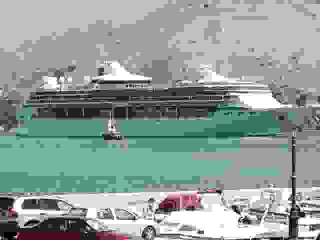 ΤΩΡΑ: ΤΟ SPLEANDOUR OF SEAS ΜΠΑΙΝΕΙ ΣΤΟ ΑΡΓΟΣΤΟΛΙ