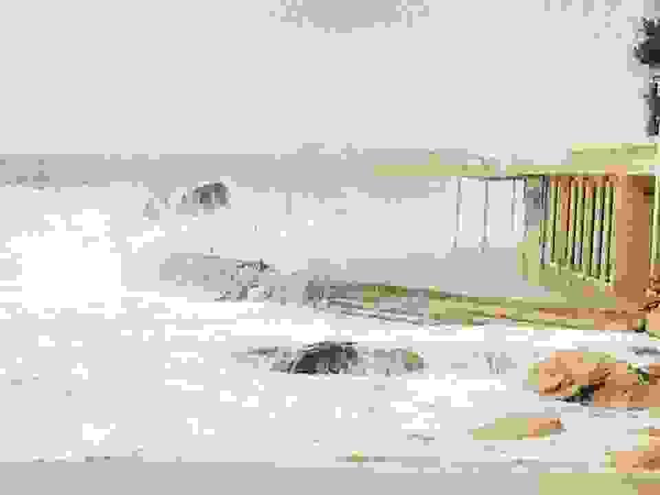 """ΠΛΑΤΥΣ ΓΙΑΛΟΣ: Αγριεμένα"""" κύματα """"καταπίνουν"""" τα πάντα!!!"""