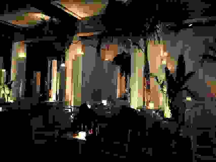 Au Bord de l' Eau: Κεριά πάνω σε κολώνες !!!