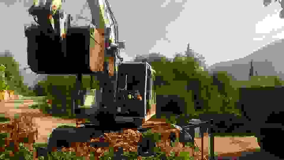 ΠΟΥΛΑΤΑ (ΤΩΡΑ): ΜΗΧΑΝΗΜΑΤΑ ΚΑΘΑΡΙΖΟΥΝ ΛΑΣΠΕΣ, ΜΠΑΖΑ & ΑΛΛΑ ΦΕΡΤΑ ΥΛΙΚΑ