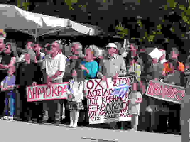 Έντονες διαμαρτυρίες στο Αργοστόλι και φέτος από το αντιμνημονιακό μέτωπο