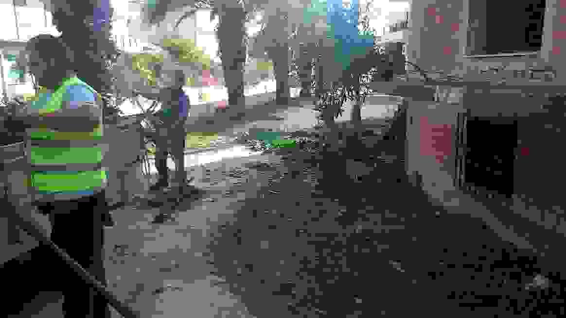 ΛΗΞΟΥΡΙ: ΚΑΘΑΡΙΟΤΗΤΕΣ ΣΤΟΝ ΠΕΖΟΔΡΟΜΟ ΔΙΠΛΑ ΣΤΟ ΠΟΤΑΜΙ