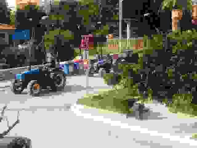 ΤΩΡΑ: ΜΗΧΑΝΟΚΙΝΗΤΗ ΠΟΡΕΙΑ ΑΓΡΟΤΩΝ ΣΤΟ ΑΡΓΟΣΤΟΛΙ (ΒΙΝΤΕΟ)