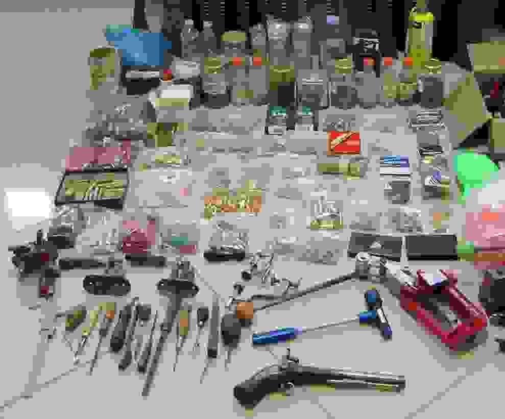 Εντοπίστηκε παράνομο εργαστήριο παραποίησης κυνηγητικών όπλων και γόμωσης φυσιγγίων στην Κεφαλονιά