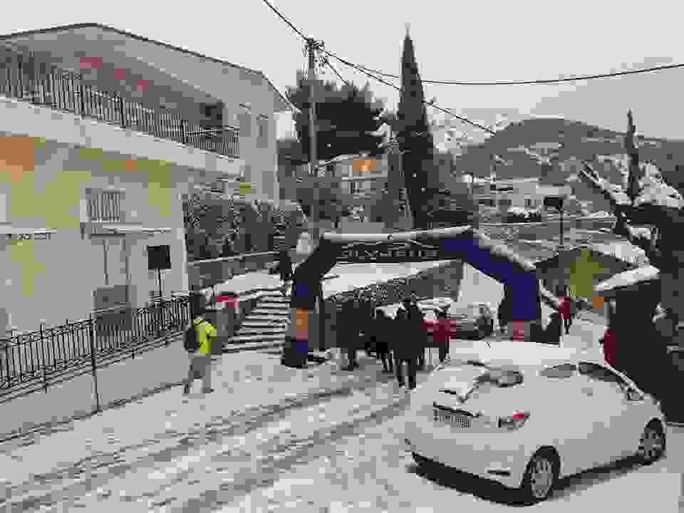 Απίστευτες εικόνες: Αγώνας δρόμου μέσα σε …χιονοθύελλα στα Διλινάτα