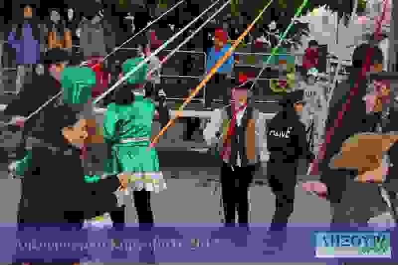 """Γαϊτανάκι και παραδοσιακοί αποκριάτικοι χοροί από τον πολιτιστικό σύλλογο """"Κουνόπετρα"""""""