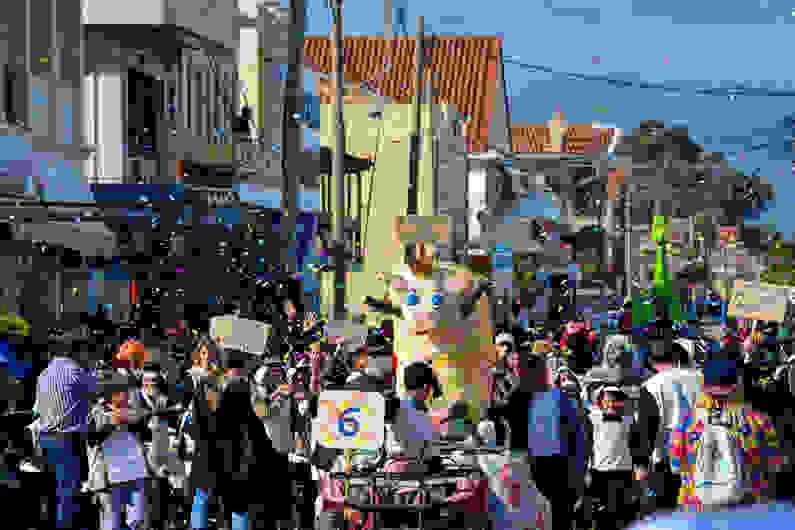 Κυκλοφοριακές ρυθμίσεις σε Αργοστόλι και Ληξούρι για το καρναβάλι