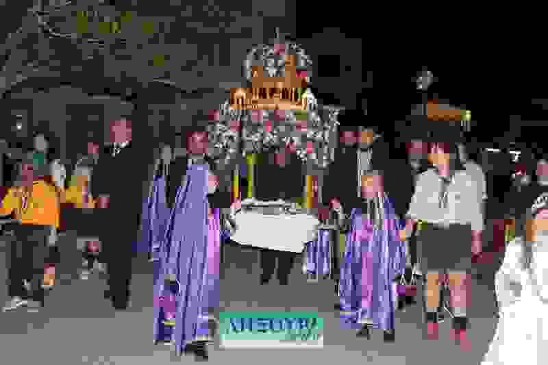 Με θρησκευτική κατάνυξη η Περιφορά των Επιτάφιων στο Ληξούρι (εικόνες+βίντεο)