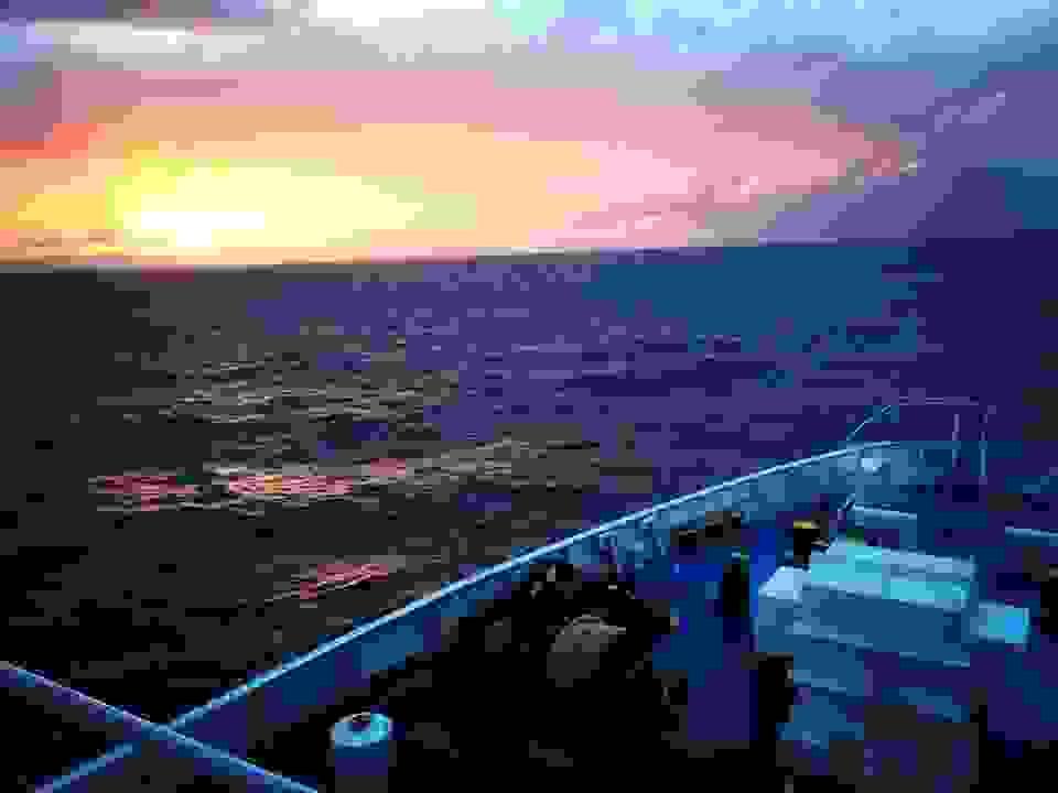 Οταν ο καπετάνιος έχει κέφια: Η εντυπωσιακή προσπέραση του «Νήσος Κεφαλονιά» κι ο χαιρετισμός στο πέλαγος