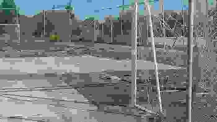 Ξεκίνησε το ξήλωμα του φθαρμένου χλοοτάπητα στο 5Χ5 στο Ληξούρι.