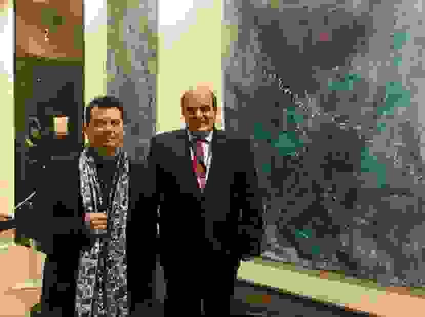 Συγχαρητήρια στον Κώστα Ευαγγελάτο για την έκθεση του στο Παρίσι από τον Πρόεδρο του Ομίλου Πειραιώς και Νήσων κ. Ιωάννη Μαρωνίτη.