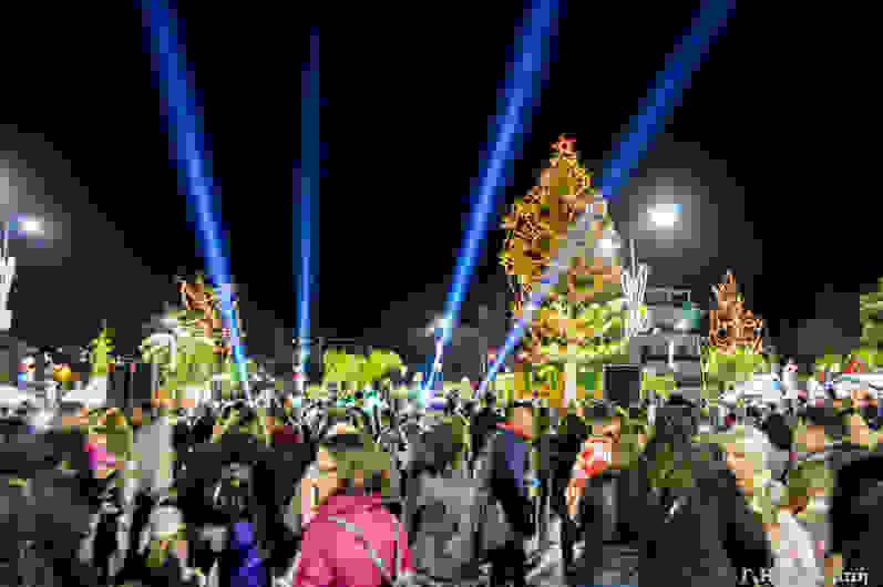 Οι Αργοστολιώτες άναψαν το δένδρο τους με τους Walkman The Band! [εικόνες+βίντεο]