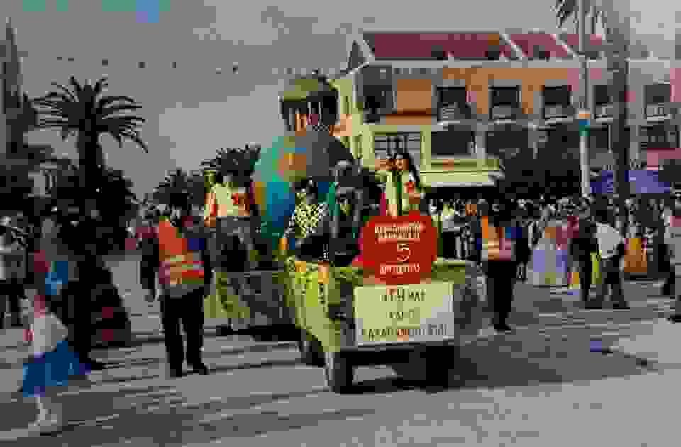 ΡΕΤΡΟ: Συμμετοχή του Πολιτιστικού Συλλόγου Δαυγάτων στο Αργοστολιώτικο καρναβάλι το 2001