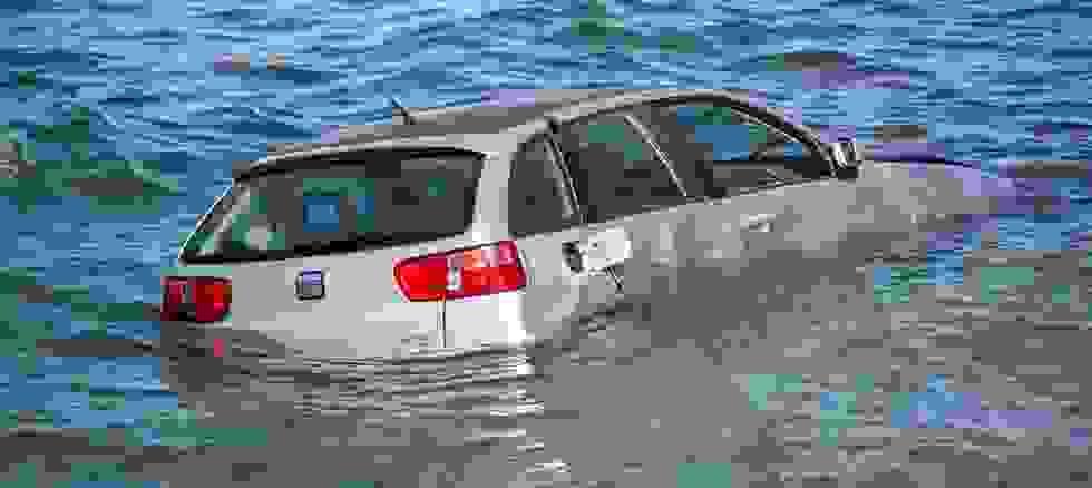 Βουτιά αυτοκινήτου – Άγιο είχε ο οδηγός