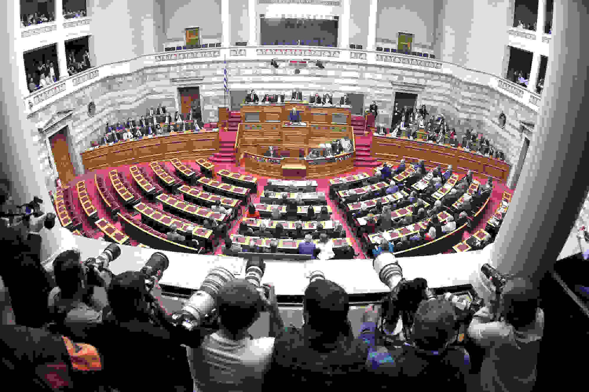 Βουλή-«ΚΛΕΙΣΘΕΝΗΣ Ι»: 161 ψήφοι για απλή αναλογική, 241 για «σπάσιμο» μεγάλων περιφερειών