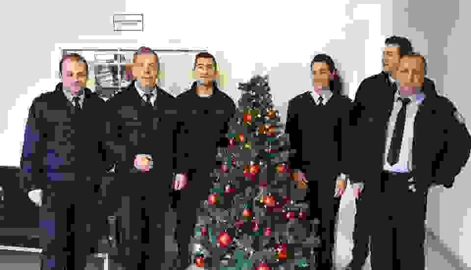 Στόλισαν χριστουγεννιάτικα στην Αστυνομία