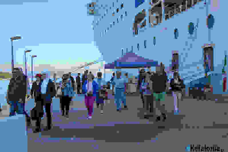 «Βούλιαξε» το Αργοστόλι! Τρία κρουαζιερόπλοια με περίπου 10.000 επιβάτες