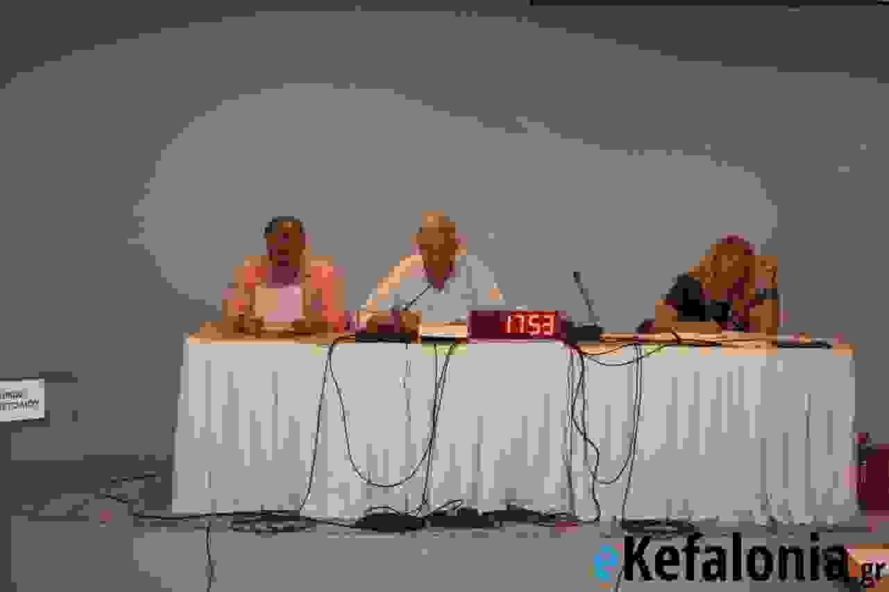 «ΟΧΙ» στις εξορύξεις από το δημοτικό συμβούλιο Αργοστολίου – Διαφωνία ως προς τη στάση του σώματος προσεχές διάστημα με την πρόταση Παντελειού να υιοθετείται κατά πλειοψηφία [εικόνες]