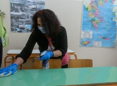 Στο πλευρό της απολυμένης καθαρίστριας του σχολείου οι καθηγητές του 2ου ΓΕΛ Αργοστολίου