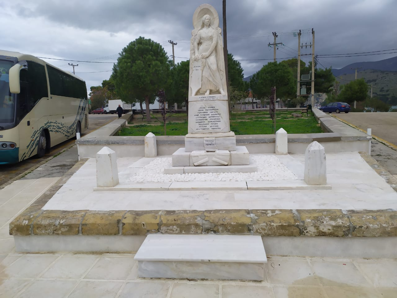 Εργασίες εξωραϊσμού στο μνημείο των Ριζοσπαστών από τον Δήμο και τον αντιδήμαρχο Σπύρο Σαμούρη [εικόνες]