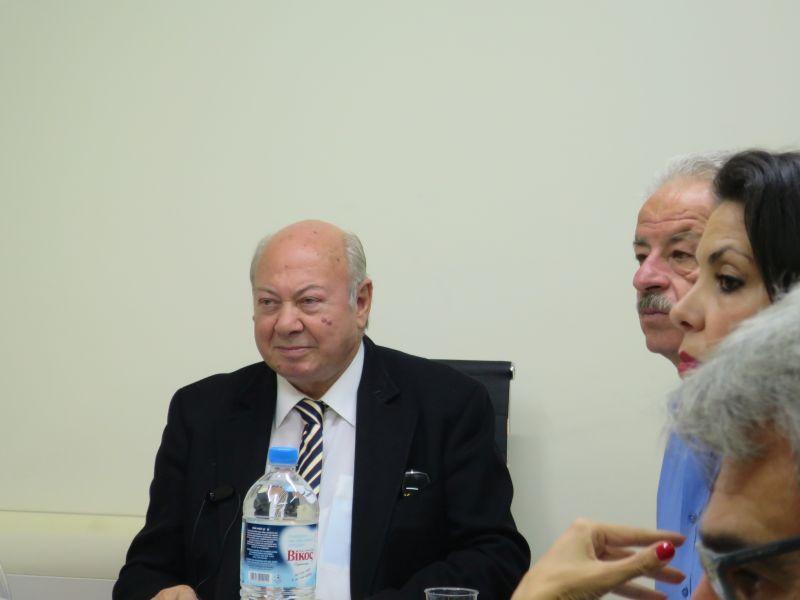Ο Αλέξανδρος Παρίσης παρουσιάζει το πρώτο τεύχος του Ενημερωτικού Δελτίου της ΠΕΔ ΙΝ για Χρηματοδοτικά Προγράμματα