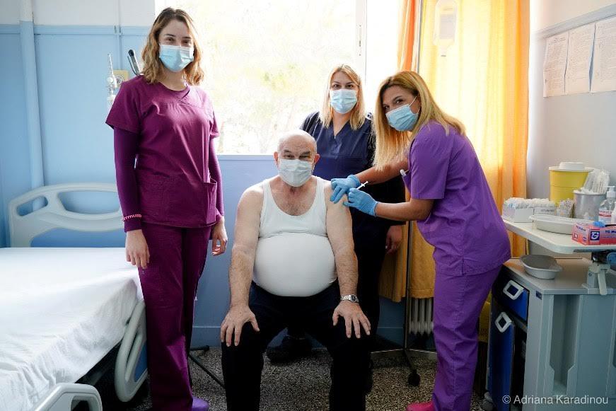 Εμβολιάστηκε ο γιατρός Γεώργιος Κουρής