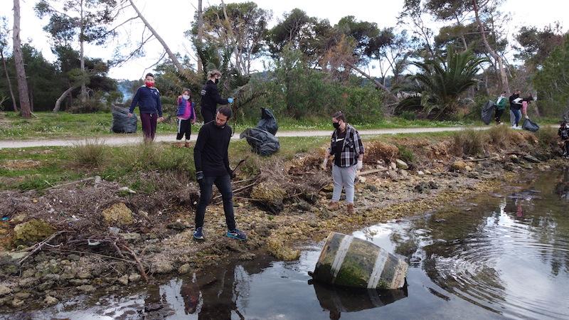 Οι Save Your Hood Kefalonia «σώζουν» τις πιο όμορφες γωνιές τoυ νησιού απ' τα σκουπίδια [εικόνες]