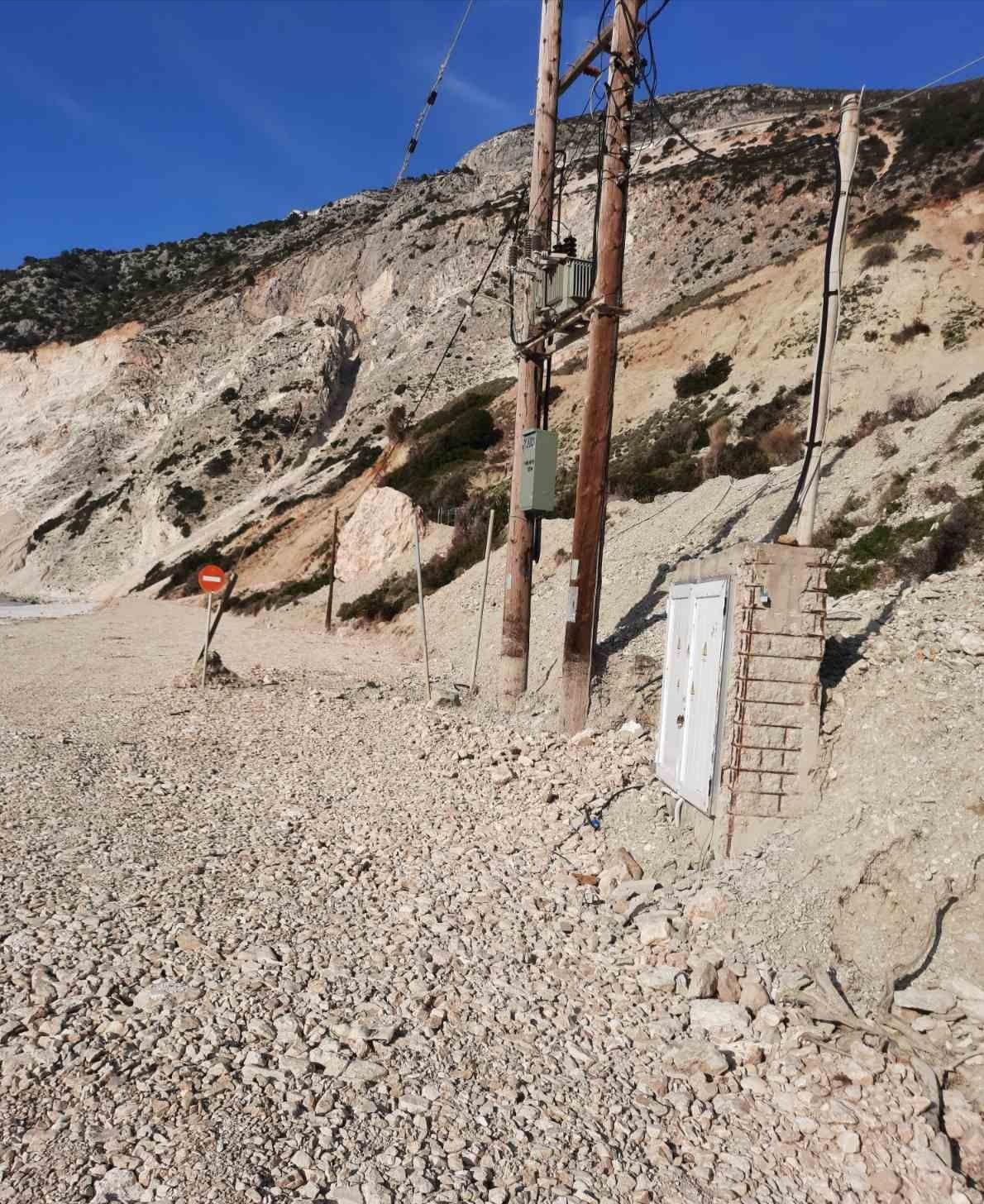 Ανδρέας Κωνσταντάτος: Μύρτος, μια έρημη παραλία  SOS σε ολόκληρη τη βόρεια Κεφαλονιά [εικόνες]