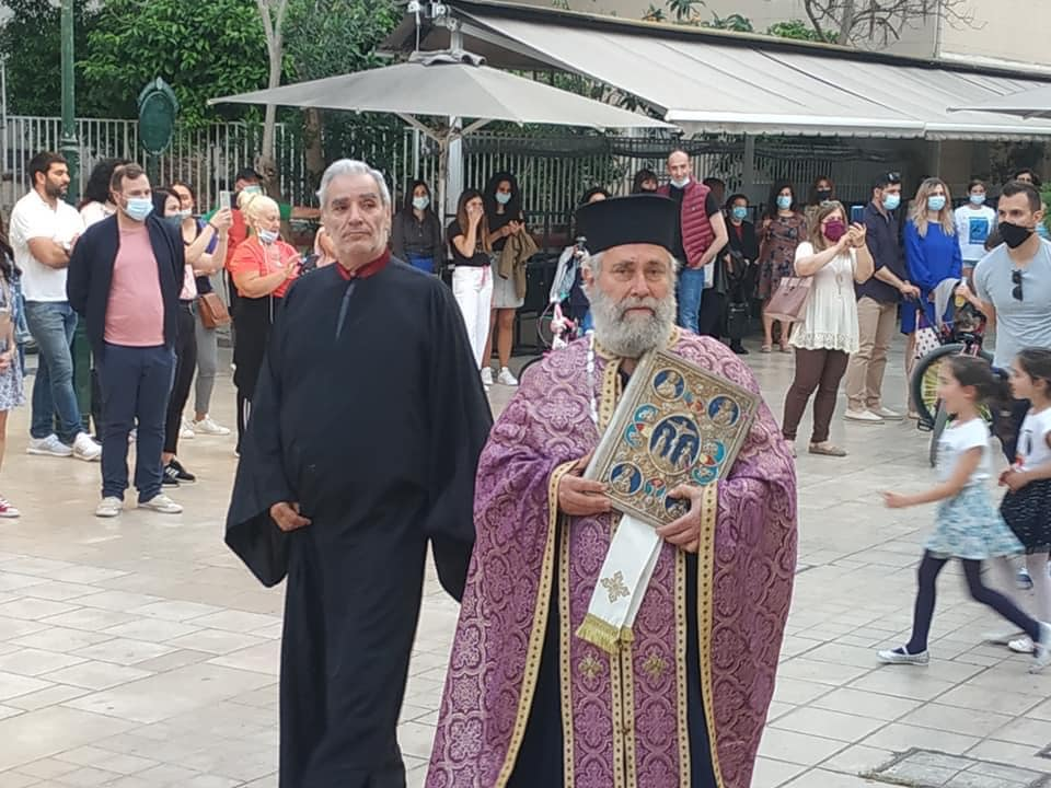 Κατάνυξη: Η περιφορά του Επιταφίου έξω από τον Άγιο Σπυρίδωνα στο Λιθόστρωτο [εικόνες]