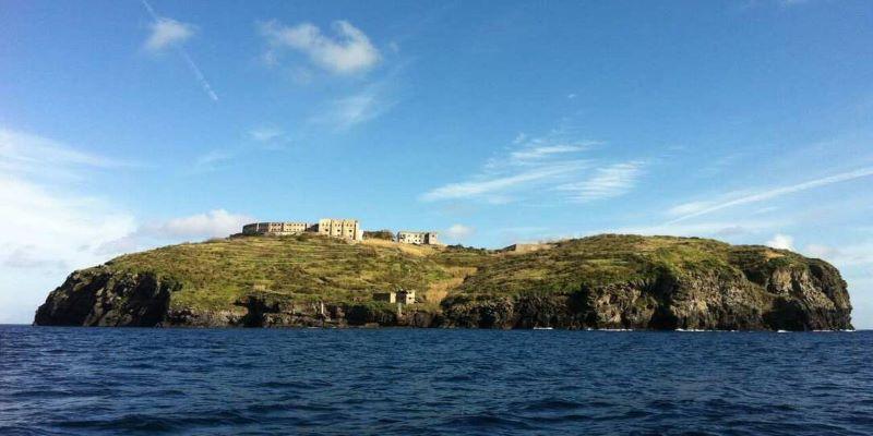 Το «Αλκατράζ» της Ιταλίας αλλάζει: Η θλιβερή ιστορία πίσω από το μικροσκοπικό νησί – φυλακή