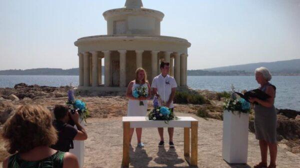 Ένας υπέροχος γάμος στο Φανάρι Αγίων Θεοδώρων – Δείτε εικόνες