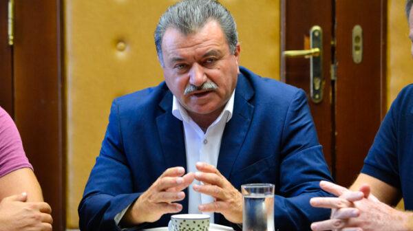 Θεόδωρος Γαλιατσάτος: Η περιφερειάρχης Ιονίων Νήσων απασχολεί υπάλληλο της ΠΙΝ στο προσωπικό πολιτικό της γραφείο στην Αθήνα
