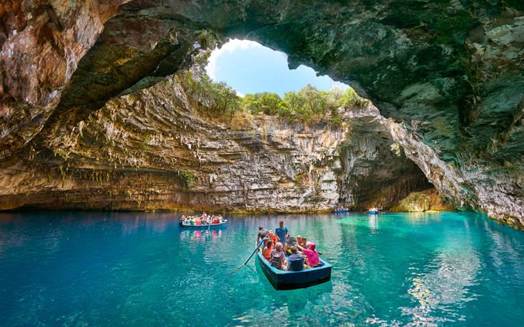 Εκκεντρίτες, σταλακτίτες και σταλαγμίτες: Tα πιο εντυπωσιακά σπήλαια στην Ελλάδα – Μελισσάνη και Δρογκαράτη σε ρόλο πρωταγωνιστή