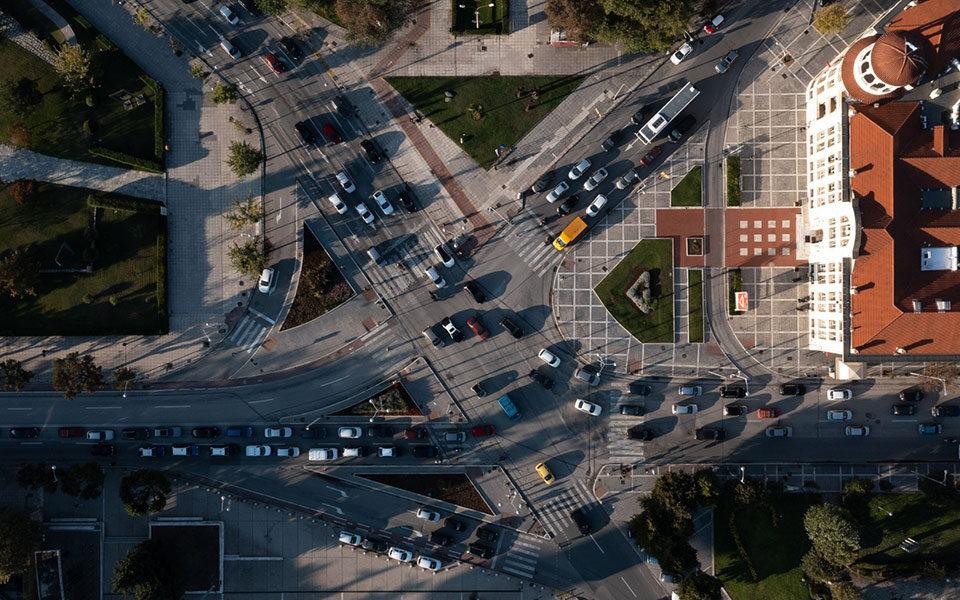 Δίπλωμα οδήγησης από τα 17, εξέταση με κάμερες: Όλες οι αλλαγές του νομοσχεδίου