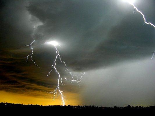 Περιφέρεια: Έκτακτη ενημέρωση για έντονα καιρικά φαινόμενα  Έρχονται βροχές, καταιγίδες και πτώση της θερμοκρασίας στο νησί μας