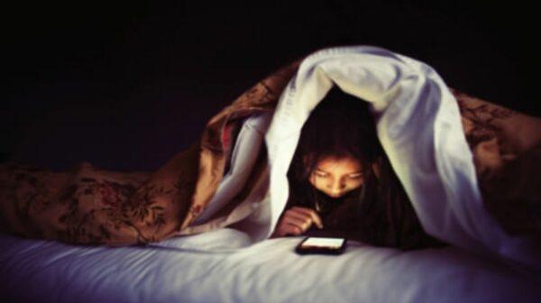 Ύπνος: Τι συμβαίνει αν ξυπνάτε για λίγο περίπου στις 03:00 τη νύχτα